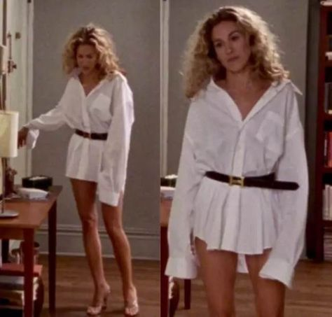 During the run of Sex and the City, Carrie Bradshaw was known for her impeccable wardrobe, and here we show some of her best fashion moments. Source by dresses fashion Carrie Bradshaw Outfits, Carrie Bradshaw Style, 2000s Fashion, Retro Fashion, Vintage Fashion, City Fashion, Man Fashion, Thrift Store Refashion, City Outfits