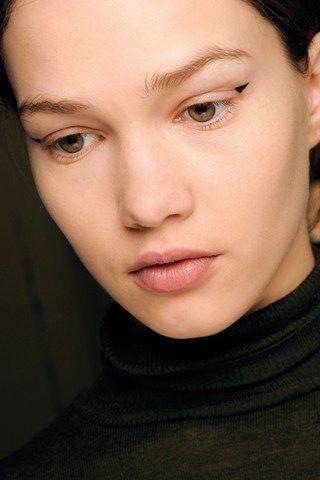 Graphic Eye & Black Liquid Eye Liner Trend
