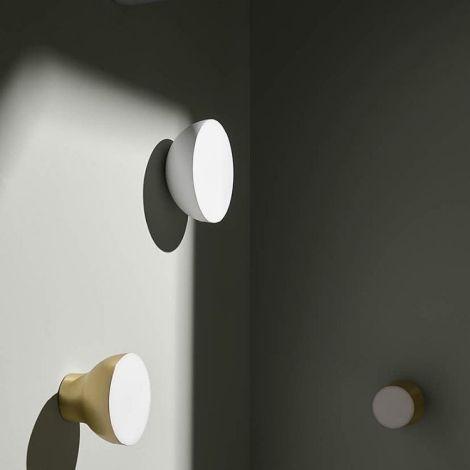 Tradition Passepartout Jaime Hayon En 2020 Couloirs Etroits Lumiere Tamisee Lampe Spot