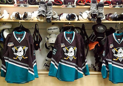 Behold glorious throwback Anaheim Ducks