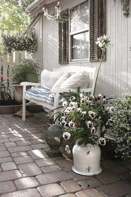 Credenza modello bianco in stile provenzale. Arredare Un Giardino In Stile Shabby Chic Per La Primavera Foto 14 39 Designmag Outdoor Rooms Outdoor Spaces Outdoor Decor