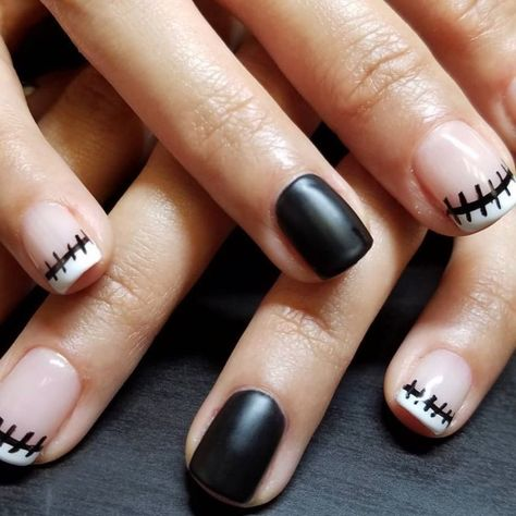 This look is cute for anyone with shorter nails who need to demonstrate their love for Halloween. If you presently have your costume and makeup ready, Halloween Nail Designs, Halloween Nail Art, Halloween Ideas, Halloween Coffin, Halloween Make Up, Halloween Decorations, Cute Nails, Pretty Nails, Hair And Nails