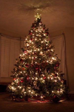 クリスマスツリーオーナメントおしゃれな飾り方のコツ クリスマスツリー 飾り付け クリスマス オーナメント 美しいクリスマスツリー