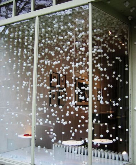 Simple and inexpensive Christmas window decoration ideas – christmas decorations Office Christmas, Christmas Store, Simple Christmas, Christmas Salon, Christmas Christmas, Christmas Window Decorations, Holiday Decor, Christmas Window Lights, Winter Wonderland Decorations
