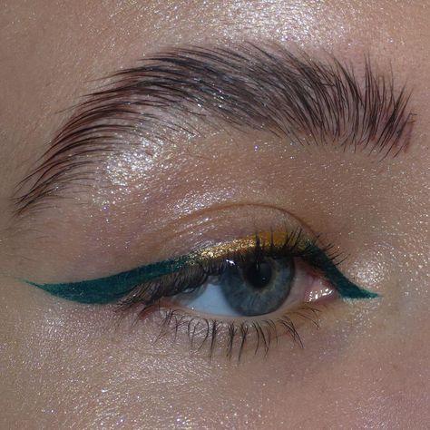 Image in makeup collection by - on We Heart It Eyeliner Make-up, Matte Liquid Eyeliner, Simple Eyeliner, Eyeliner Styles, Eyeliner Looks, Natural Eyeliner, Korean Eyeliner, Color Eyeliner, Makeup Ideas