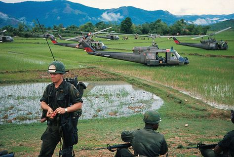 AN KHE 1966 - US Troops Landing in Vietnamese Rice Paddy | Flickr