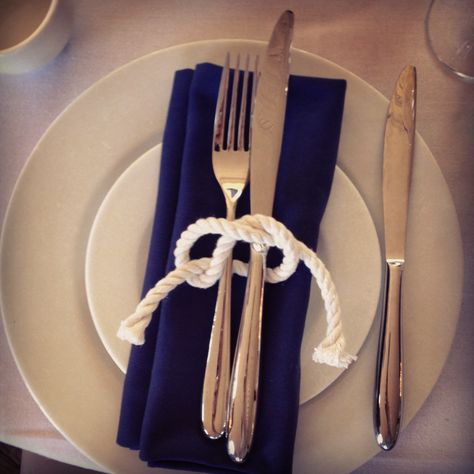 Nautical theme - Love this Reef Knot idea, this is an easy one that every I could recreate!