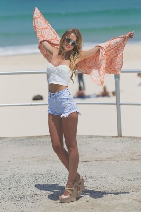 high waisted shorts ...............beach time  This is the way high waist shorts should fit!