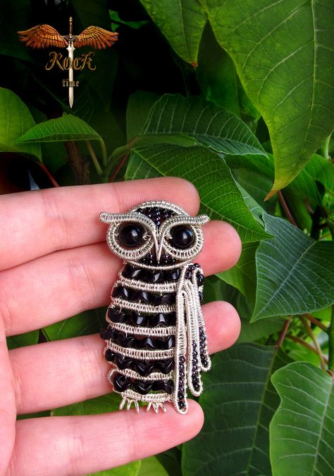 Wow!  Amazing owl wire pendant