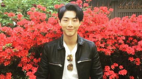 - [YOUYOU NOW] 유유매거진 창간호 커버의 주인공! - 유유는 지금 배우 '지수' 촬영중입니다! ( @actor_jisoo ) - 많은…
