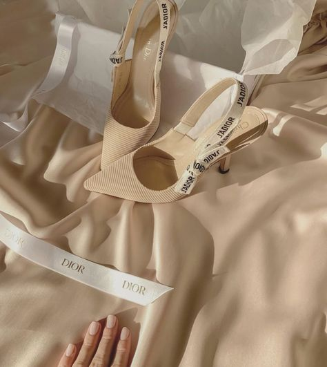 Cream Aesthetic, Classy Aesthetic, Brown Aesthetic, Aesthetic Style, Pretty Shoes, Cute Shoes, Me Too Shoes, Estilo Blair Waldorf, Ballet Shoes