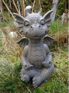 Gartendrachen hält sich die Augen Figuren Deko Drachen Garten Drachenfiguren