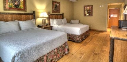 The Appy Lodge The Two Queens Guest Room Is Great For Families Or Friends Lodge Hickory Furniture Gatlinburg Lodging