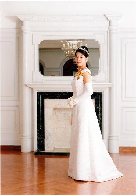 2008 7 29日 成年を迎えたローブデコルテ姿の典子女王=2008