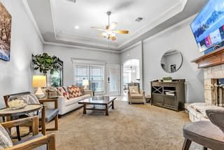 Reveille Retreat 7min From A M Close To Shops Houses For Rent In College Station Texas United St In 2020 Renting A House Luxury Bedroom Master Indoor Fireplace