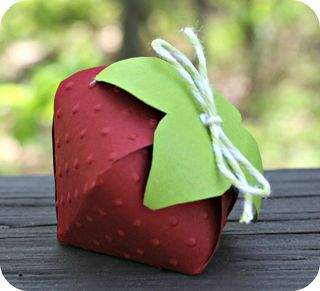 Strawberry boxes with template.
