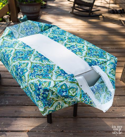 Easy Ways to Make Indoor and Outdoor Chair Cushion Covers Cushion slipcover tutorial that has no pip Patio Cushion Covers, Patio Chair Cushions, Diy Chair, Reupholster Outdoor Cushions, Cushions For Outdoor Furniture, Cheap Outdoor Cushions, Outdoor Cushion Slipcovers, Outside Cushions, Making Cushion Covers