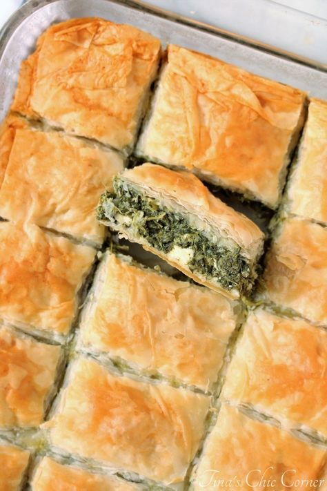 Spinach Pie (Spanakopita) – Tina's Chic Corner It looks like celery juice is a food trend this year. However, I do have an green food option for Side Dish Recipes, Vegetable Recipes, Vegetarian Recipes, Cooking Recipes, Healthy Recipes, Cooking Tips, Veggie Food, Veggie Greek Recipes, Pie Recipes