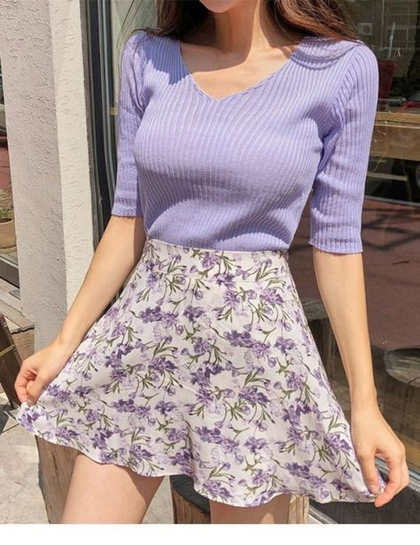 Nice purple sweater and floral skirtYou can find Floral skirts and more on our website.Nice purple sweater and floral skirt Purple Outfits, Casual Summer Outfits, Spring Outfits, Trendy Outfits, Diy Outfits, Games Outfits, Purple Dress Casual, Purple Floral Dress, Summer Fashion Outfits