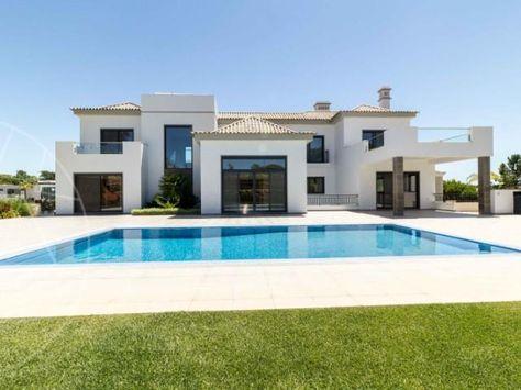 Cette luxueuse villa d\'architecture moderne est situé à ...