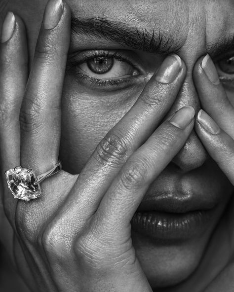 Black And White Photography Portraits, Creative Portrait Photography, Face Photography, Black And White Portraits, Creative Portraits, Photography Women, Fashion Photography, Black And White Models, Black And White Face