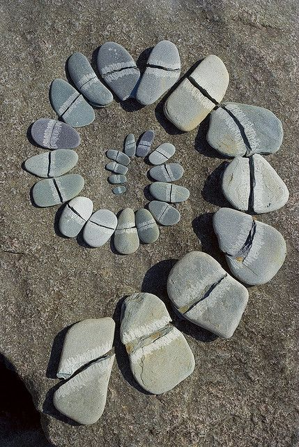 A homage to Andy Goldsworthy. I made this spiral by splitting slate pebbles (I bashed them with a rock) and laying them out on a slab on the shore of Loch Lomond in Scotland. Andy Goldsworthy, Land Art, Art Environnemental, Deco Nature, Love Rocks, Sticks And Stones, Environmental Art, Natural Forms, Rocks And Minerals