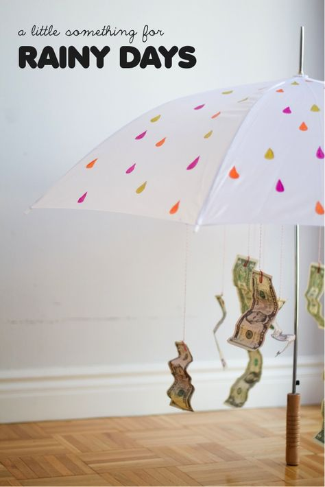 DIY gift umbrella for rainy days - who says giving money has to be boring