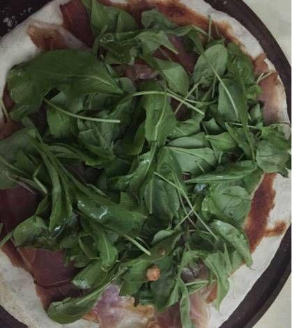 Receta pizza de rucula y jamon crudo