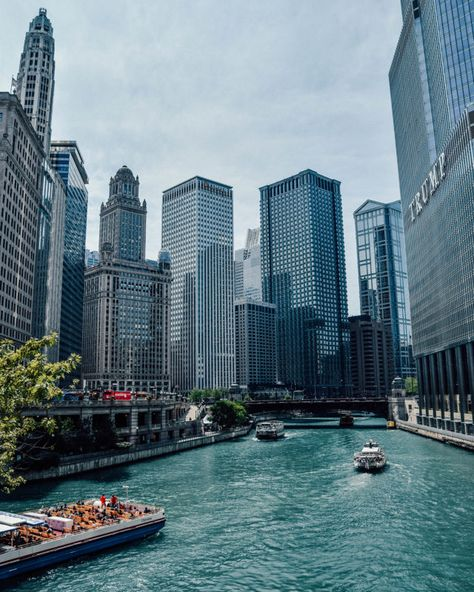 Is it your first time in the Windy City? Find out the coolest things to do in Chicago for first-timers. All these activities will guarantee you an unforgettable time! Visit Chicago, Chicago Travel, Travel Usa, Chicago Trip, Chicago Riverwalk, Chicago Lake, Chicago Illinois, Chicago City, The Places Youll Go