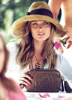 sac à main chanel chapeau de paille beige femme yeux bleus #Burberryhandbags  sac à main chanel chapeau de paille beige femme yeux bleus #Burberryhandbags