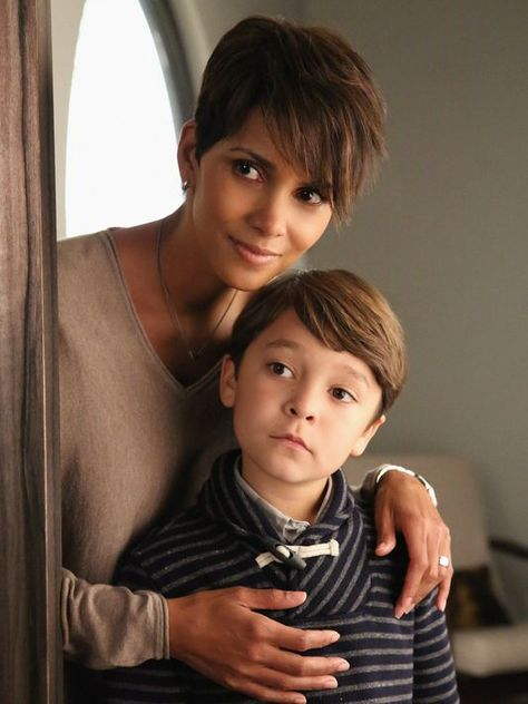 Pilot Reentry EXTANT CBS's new summer series EXTANT is a mystery thriller starring Academy Awardwinner Halle Berry as Molly Woods a female astronaut.