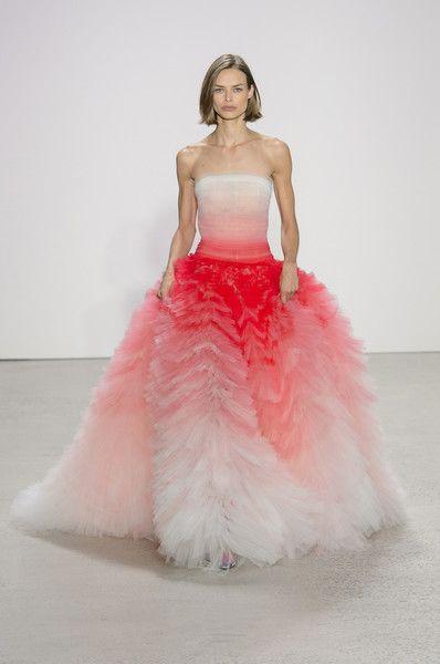 Oscar de la Renta, Spring 2018 - The Most Beautiful Dresses on the Runway at NYFW - Photos