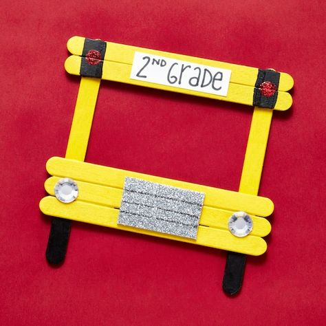 Popsicle Stick Picture Frame, Picture Frame Crafts, Picture Craft, Craft Stick Crafts, Preschool Crafts, Preschool Transportation Crafts, Popsicle Stick Crafts For Kids, Pop Cycle Stick Crafts, Crafts For Preschoolers