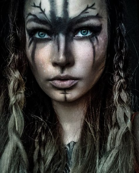 Male Makeup, Body Makeup, Viking Face Paint, Viking Makeup, Tribal Makeup, Flower Makeup, Pagan Witchcraft, Fantasy Costumes, Indigenous Art