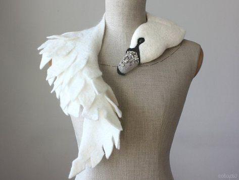 Jeweled Schwan - gefilzte Wolle Tier Schal, Stola / Achselzucken / Braut - Silber - #Achselzucken #Braut #gefilzte #Jeweled #Schal #Schwan #Silber #Stola #Tier #Wolle