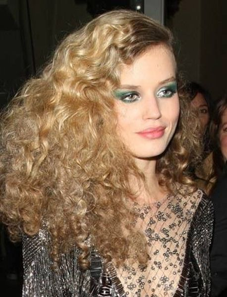 Long Curly Disco Hairstyles For Girls 2015 In 2020 Disco Hair 70s Hair And Makeup Curly Hair Styles
