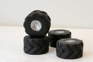 How to make monster truck tire cupcakes.