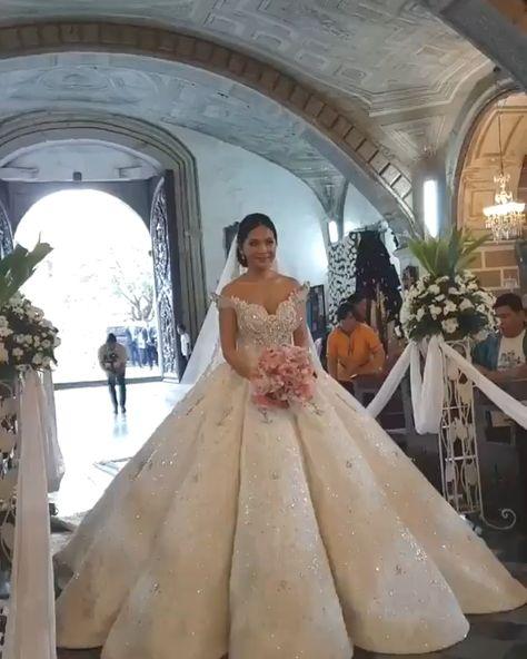Stunning Golf ball Gown WEDDING GOWNS