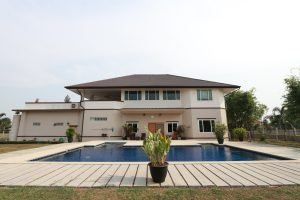5 Bedroom House With Private Pool Unfurnished
