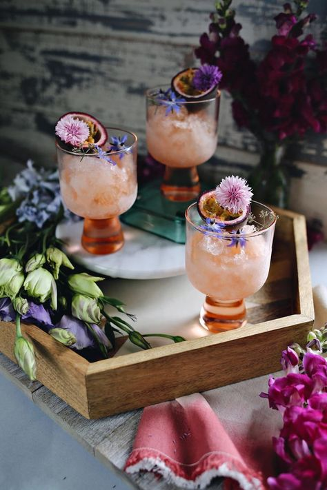 Sparkling Rosé Aperol Spritz Granita Cocktail - Dine X Design Frozen Cocktails, Summer Cocktails, Easy Cocktails, Vodka Cocktails, Cocktail Drinks, Rose Cocktail, Colorful Cocktails, Vodka Martini, Cocktail Ideas