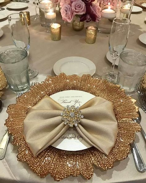 Luxury sparkle napkin rings. Napkin Ring size: 2 x 2 round Tabletop jewelry with an elegant touch for wedding and special event. Dress your table with this stylish gold sparkle rhinestone napkin ring to make your table special for your guests to enjoy the detail. Large quantity is available. Please
