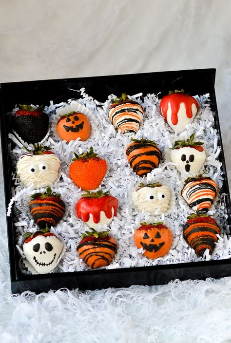Get Real Free Website Traffic - Submit here Holiday Halloween Desserts, Halloween Goodies, Halloween Food For Party, Halloween Gifts, Chocolat Halloween, Halloween Chocolate, Chocolate Party, Chocolate Covered Treats, Chocolate Candy Melts