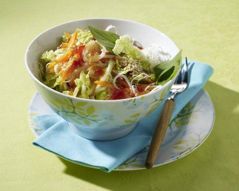 Unser beliebtes Rezept für Reisnudelsalat mit Chinakohl, Möhren und süß-sauer Soße und mehr als 55.000 weitere kostenlose Rezepte auf LECKER.de.