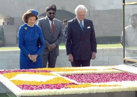 King Carl XVI Gustaf and Queen Silvia are making a State visit to India on December 2-6, 2019 at the invitation of President Ram Nath Kovind. The King and Queen arrived in New Delhi. President Ram Nath Kovind and Mrs Savita Kovind welcomed the King and Queen with an official ceremony at Rashtrapati Bhavan. Afterwards, the King and Queen laying wreath at the Samadhi of Mahatma Gandhi, at Rajghat. Then, the King and Queen visited the Great Mosque of Jama Masjid and the Red Fort.