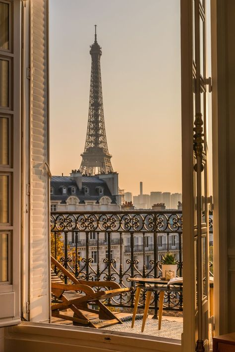 Amazing Paris hotels with a view of the Eiffel Tower. Beautiful hotels and apartment hotels with balcony and stunning views of Paris. Imagine sipping coffee to this view in the morning… More summer aesthetic Paris Hotels With Eiffel Tower View Paris Hotels, Hotel Paris, Paris Paris, Paris Flat, Montmartre Paris, Paris City, London City, City Aesthetic, Travel Aesthetic