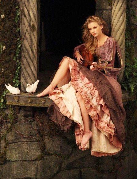 Taylor Swift As Rapunzel By Annie Leibovitz For Disney Parks Disney Dream Portrait Series 2008 2011 Annie Leibovitz In 2019 Taylor Swift Taylor Alison Swift Annie Leibovitz Photography