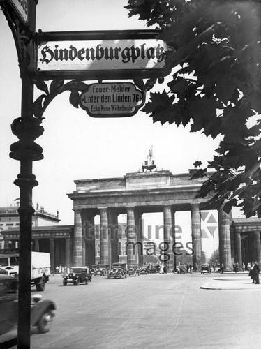 Brandenburger Tor Und Hindenburgplatz In Berlin 1938 Brandenburger Tor Berlin Tor