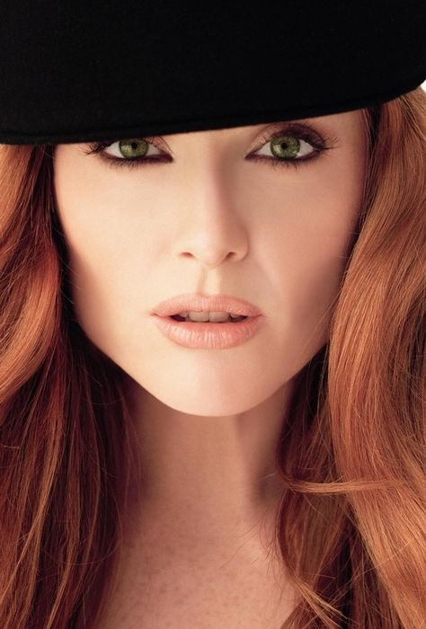 Julianne Moore ✾ was born on December 3, 1960 in Fayetteville, North Carolina.