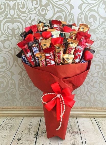 41 Ideas For Chocolate Bouquet For Him Gift Ideas For Him In 2020 Valentines Candy Bouquet Valentine S Day Gift Baskets Chocolate Bouquet
