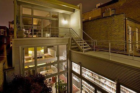 楽しく住めそう 中庭がつなぐ2つのリノベーション棟 自宅で モダン